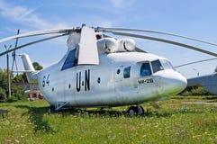 Sovjetisk militär-transport helikopter Mi-26 som visas på museet för Zhuliany tillståndsflyg i Kyiv, Ukraina Royaltyfri Bild