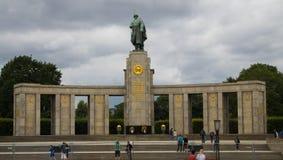 Sovjetisk minnesmärke för världskrig II i Berlin arkivbilder