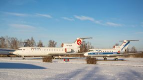 Sovjetisk passagerarflygplan Yak-40 och Yak-42 Royaltyfri Foto
