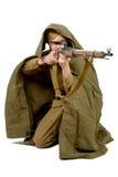 Sovjetisk prickskytt med hans gevär arkivfoton