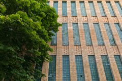 sovjetiska akademiarkitekturriga vetenskaper Tegelstenbyggnad med fönster för exponeringsglaskvarter Arkitektur av Ryssland arkivbild
