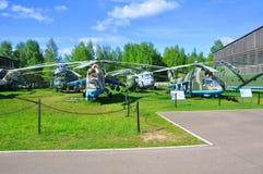 Sovjetiska stridhelikoptrar i flygvapenmuseet i Monino gör det moscow regionrussia tecknet tänker vad dig Royaltyfria Foton