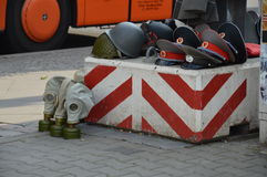 Sovjetmilitaria collectibles op de box van de straatventer in Berlijn, Duitsland Stock Foto's