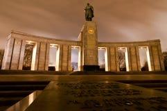 Sovjetoorlogsgedenkteken in Berlin Tiergarten Stock Afbeeldingen