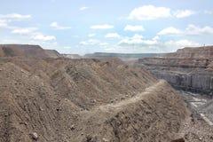 Sovraccarichi & la vena di carbone visibile in una miniera Fotografia Stock Libera da Diritti