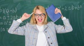 Sovraccarichi e mancanza di supporto che guida l'insegnante dalla professione Routine tossica della scuola Sforzo e burnout dell' immagine stock