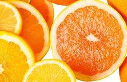 Sovraccarico della vitamina C, pile di frutta affettata Fotografia Stock