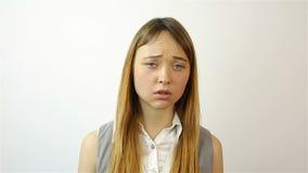 Sovraccarico stressante del lavoro per una giovane donna affaticamento video d archivio