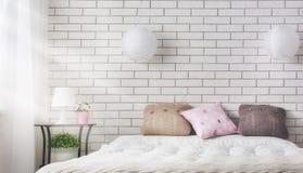 Sovrum i mjuka ljusa färger arkivfoto