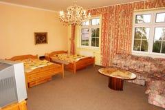 Sovrum i slotthotell Royaltyfri Foto