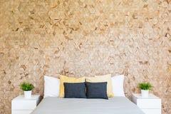 Sovrum med corkboard Royaltyfri Foto