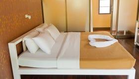 Sovrum på ett semesterorthotell Royaltyfria Bilder