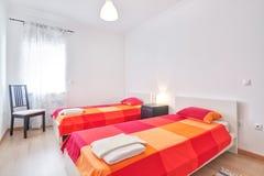 Sovrum på hotellet. Arkivbild