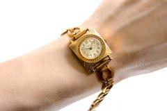 Sowjetische Armbanduhr auf menschlicher Hand Lizenzfreies Stockfoto