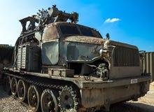Sowjetische mit einem Graben umgebende Hochgeschwindigkeitsmaschine BTM Latrun, Israel Stockfoto