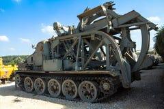 Sowjetische mit einem Graben umgebende Hochgeschwindigkeitsmaschine BTM Latrun, Israel Lizenzfreies Stockfoto