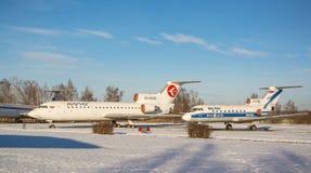 Sowjetische Passagierflugzeuge Yak-40 und Yak-42 Lizenzfreies Stockfoto