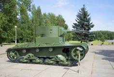 Sowjetischer heller Behälter T-26, installiert in den Museum-Dioramabruch von Leningrad-Blockade - 27 Grad auf Celsius Lizenzfreie Stockfotografie
