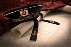 Sowjetischer Marinehut und Karte Stockbilder
