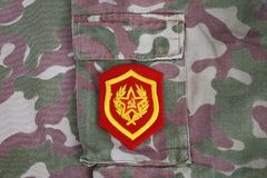 Sowjetischer Schulterflecken der mechanisierten Infanterie der Armee auf Tarnungsuniformhintergrund lizenzfreies stockfoto