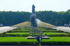 Sowjetisches Kriegs-Denkmal, Kriegers-Befreier-Monument in Treptow-Park, Berlin, Deutschland stockfotos