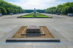 Sowjetisches Kriegs-Denkmal in Treptow-Park, Monument-Krieger-Befreier, Berlin, Deutschland stockbilder