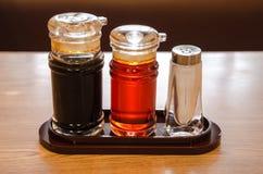 Soya-, sesamolja och pepparflaskor. Royaltyfria Bilder