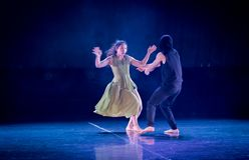Soyez attrapé outre du garde-acte 2 : Pays des merveilles relation-moderne de danse de triangle photo libre de droits