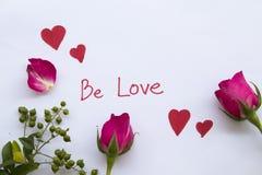 Soyez carte de message d'amour avec le coeur rouge d'aspiration photographie stock libre de droits