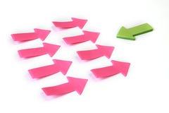 Soyez différent - on des flèches de papier Photo stock