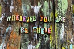 Soyez là aujourd'hui aide aimable d'amour d'ami d'associé image libre de droits