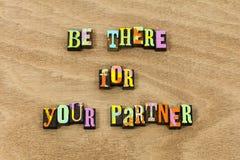 Soyez là sorte d'ami d'amour d'associé de conjoint de soutien images libres de droits