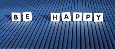 Soyez les tuiles heureuses de lettre Image libre de droits