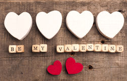 Soyez ma valentine sur en bois découpe Images stock