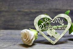 Soyez mon coeur fabriqué à la main de Valentine et vous êtes levé Photographie stock libre de droits