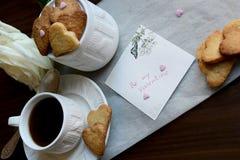 Soyez mon Valentine Note, groupe de biscuits en forme de coeur, Rose et a Photographie stock