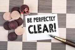 Soyez parfaitement clair Feuille de papier avec le texte images stock