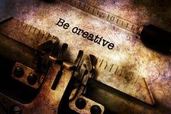 Soyez texte créatif sur la machine à écrire photographie stock