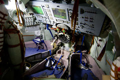 Soyuz ruimtemodule binnen Stock Foto's