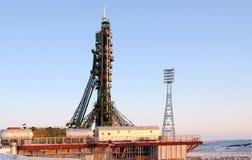 Soyuz statek kosmiczny na platformie startowej w Baikonur Zdjęcie Stock
