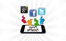 Soziale Netzwerke auf Smartphone lizenzfreie abbildung