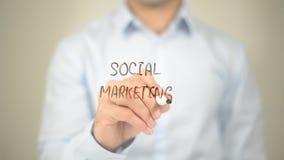 Sozialmarketing, Mann-Schreiben auf transparentem Schirm Lizenzfreies Stockbild