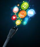 Sozialmedienikonen, die aus elektrische Leitung herauskommen Stockbilder