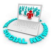Sozialnetz-Laptop - Wörter lizenzfreie abbildung
