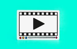 Sozialunterhaltung und vermarktende on-line-Konzepte mit fram des Videofilms auf buntem Hintergrund digitales Neigen lizenzfreie abbildung
