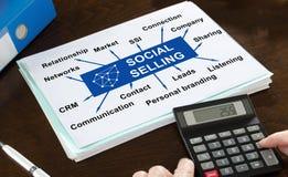Sozialverkaufskonzept veranschaulicht auf einem Papier Lizenzfreie Stockfotografie