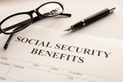 Sozialversicherungserträge stockbilder