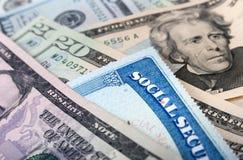 Sozialversicherungskarte- und AmerikanerDollarscheine lizenzfreies stockfoto