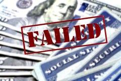 Sozialversicherungskarten häufen in Folge für Ruhestand an lizenzfreies stockfoto