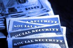Sozialversicherungskarten mit Bargeld-Einsparungens-Ruhestand lizenzfreies stockbild